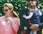 Luca Toni e Marta Cecchetto si godono il sole primaverile a spasso con la piccola Bianca ed il fedele amico a quattro zampe