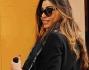 Cecilia Capriotti, glamour con birkin in carta da zucchero e foulard Louis Vuitton