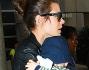 Charlotte Casiraghi � atterrata al LAX con la sua famiglia: eccola circondata da sicurezza e paparazzi