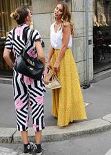 Cristina Chiabotto fa shopping a Milano e incontra Nina Senicar: le foto