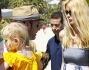 Claudia Schiffer con il marito Matthew Vaughn che tiene in braccio Clementine