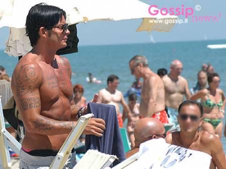 a2b9a7906531a Claudio Moschino in spiaggia - Foto e Gossip