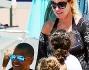 Antonella Clerici in spiaggia con il suo Eddy Martens, la figlia Maelle e una sua amichetta