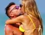 Baci bollenti in acqua per la bella Laura Cremaschi e Andrea Perone