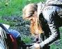 Paparazzata in un parco romano: ecco Edelfa Chiara Masciotta a passeggio con il piccolo Andrea