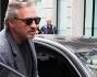Tommaso Buti e Claudia Galanti salgono in auto per defilarsi dagli occhi indiscreti