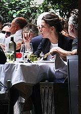 Claudia Galanti a pranzo con Tommaso Buti a Milano: foto