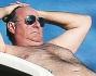 Sole e relax per il \'Re dei quiz televisivi\' Gerry Scotti e la compagna Gabriella