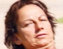 Gianna Nannini non sembra gradire la presenza di sguardi indiscreti mentre prende il sole