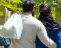 Giulia Bevilacqua ed il fidanzato proseguono la loro camminata abbracciati incuranti dei paparazzi