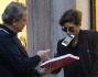Giulia Michelini non si tira indietro davanti ad un fan che le chiede un autografo
