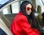 Giulia Valentina sale in auto ma concede un ultimo scatto ai fotografi
