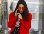Preda dei paparazzi Giulia Valentina non si scompone e rimane al telefono