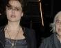 Helena Bonham Carter con la madre Elena Propper ha optato per una mise del tutto particolare: un abito a fiori accompagnato da gambaletti di pizzo da anni '80