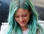 Hilary Duff si tinge i capelli di turchese: le foto