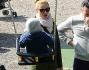 Michelle Hunziker insieme alla tata al parco fa giocare le piccole sull'altalena