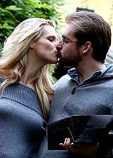 Michelle Hunziker e Tomaso Trussardi, prima passeggiata con le fedi: foto