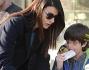 Ilaria d'Amico con il figlio Pietro e la madre durante una sosta tra caffè e spremuta