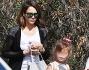 Jessica Alba potrebbe vincere il premio di mamma modello ogni volta che viene paparazzata dai fotografi in compagnia dei figli
