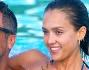 Jessica Alba si fa coccolare in acqua dalla sua dolce met� Cash Warren