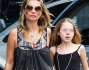 Kate Moss in Brasile con la famiglia: eccola con la figlia Lila Grace
