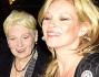 Kate Moss all'uscita del party insieme alla stilista Vivienne Westwood