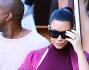 Kim Kardashian con Kanye West che porta le borse dello shopping