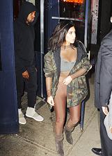 Kim Kardashian indossa una tuta in collant per la cena con Kanye West: le foto
