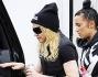 Madonna sale in auto schiva dai fotografi che l'hanno aspettata fuori