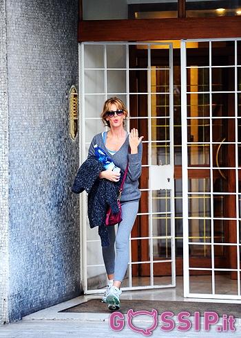 Alessia marcuzzi esce di casa per andare a fare shopping for Case con alloggi separati