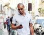 Shopping solitario per Matteo Ferrari: eccolo per le strade di Milano