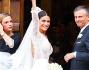 Bellissima nel suo abito bianco molto sexy con un tocco di romanticismo grazie al lungo velo di pizzo: Ludovica Carmis
