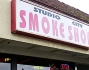 Miley Cyrus va a fare acquisti nello Smoke Shop con la madre: le foto