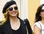 Look casual e occhiali scuri per Milly Carlucci insieme alla figlia Angelica
