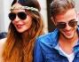 Nina Moric e Marco Sireci passeggiano tenendosi mano nella mano vicini come due adolescenti al primo amore