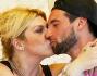 Nadia Rinaldi e Ivano Marino si scambiano baci appassionati