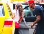 Mario Balotelli e Fanny Neguesha salgono sul famoso e tipico taxi giallo newyorkese