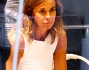Cristina Parodi prova un paio si tronchetti maculati nella boutique Le Silla