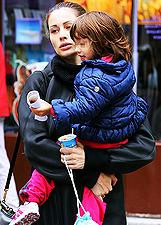 Marica Pellegrinelli, sempre pi� 'incinta', insieme alla figlioletta: foto
