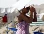Roberto Mercandalli e la moglie Manuela Rocco sulla spiaggia di Porto Cervo