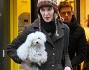 Rosalinda Celentano con il fedele cagnolino Vita in braccio