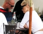 Rick Salomon e Pamela Anderson all'Urth Cafe di West Hollywood a Los Angeles