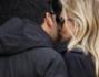 Salvo Sottile raggiunge la moglie per pranzare insieme: eccolo mentre la saluta con un bacio