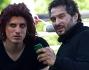 Claudio Santamaria e Luca Marinelli in pausa tra smartphone e relax all'ombra