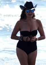 Daniela Santanch� con il costume retr� a Forte dei Marmi: le foto