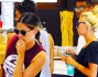 Melissa Satta e Kevin Prince Boateng fanno spese dolciarie in una pasticceria in Sardegna