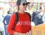Look comodo per Melissa che opta per jeans, maglioncino e cappellino