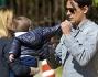 Gaia Lucariello e Simone Inzaghi si godono il tiepido sole primaverile in un parco nella Capitale