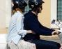 Emma Stone e Andrew Garfield in Vespa nella Capitale come nel film Vacanze romane