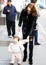 Tamara Ecclestone con il marito e la figlia Sophia a Milano: le foto